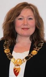 Ordfører Celilie Hansen-med ordførerkjede_150x246