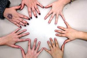 Hands - Network - katerha - Flickr_300x225