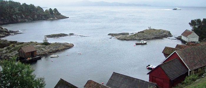 """Børnes.  Ordet er frå den tida då segl var framdrifta for båtar, her på neset var det vind og dei fekk """"bør"""" i seglet. Foto: Sverre Sangolt"""