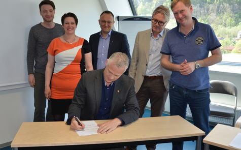 Signerte intensjonsavtale om kommunesammenslåing.