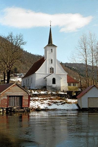 Hosanger kyrkje.jpg