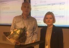 Roald Haavik fikk overrakt Medaljen av leder Nina Birgitte Koch.