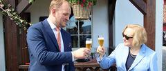Landbruksminister Jon Georg Dale og EUs ambassadør til Noreg, Helen Campbell