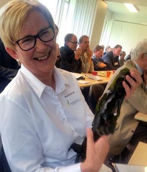 Prosjektleder Lill-Ann Gundersen i Norges Vel med tare