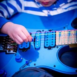 Musikkskole barn gitar Pixabay.com
