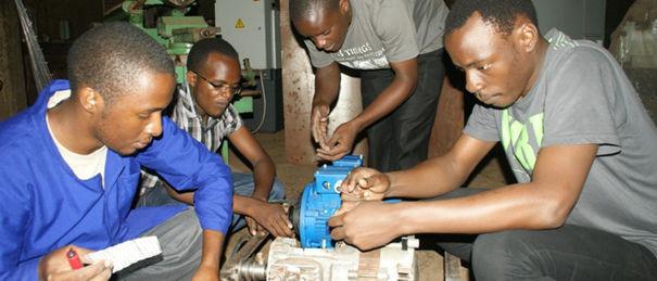 Electrical Engineering students Photo Mark Rujumba 700x300