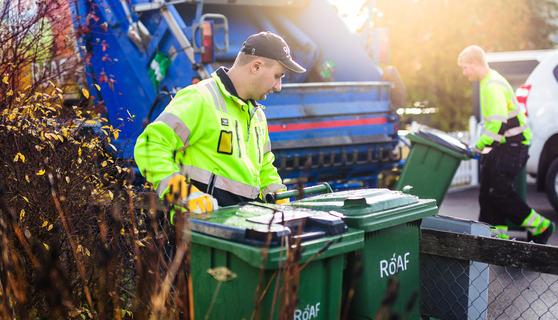 Renovatører henter avfall