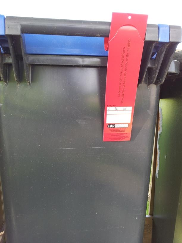 Beholder m rød lapp.jpg