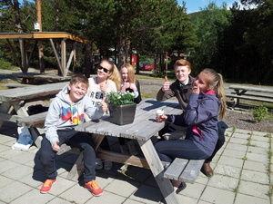 ungdomsrådet på parkbenk