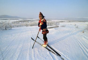 Aftenposten, Finland, Karesuando 19910302; Den samiske forfatteren Nils-Aslak Valkeapää er vinner av nordisk råds litteraturpris. Foto; Rolf Chr. Ulrichsen / Aftenposten ********bildet er ikke bildebehandlet*********