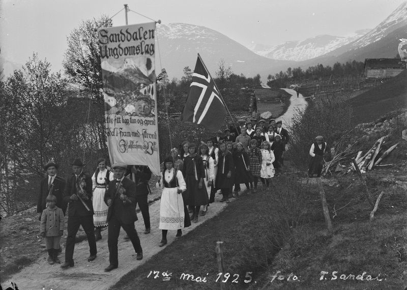 17. mai 1925 i Sandalen, Jølster. Foto: Tollef Sandal.