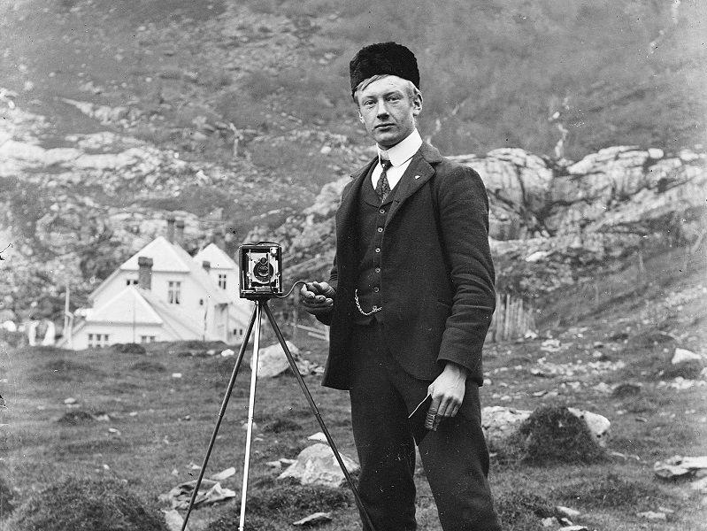 Mann med fotoapparat