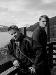 Niilas Holmberg og Roope Mäenpää Foto Roope Mäenpää stående