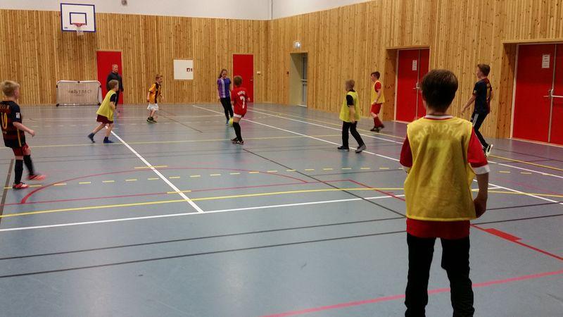 Fotball i flerbrukshallen Foto Aina Fagerli