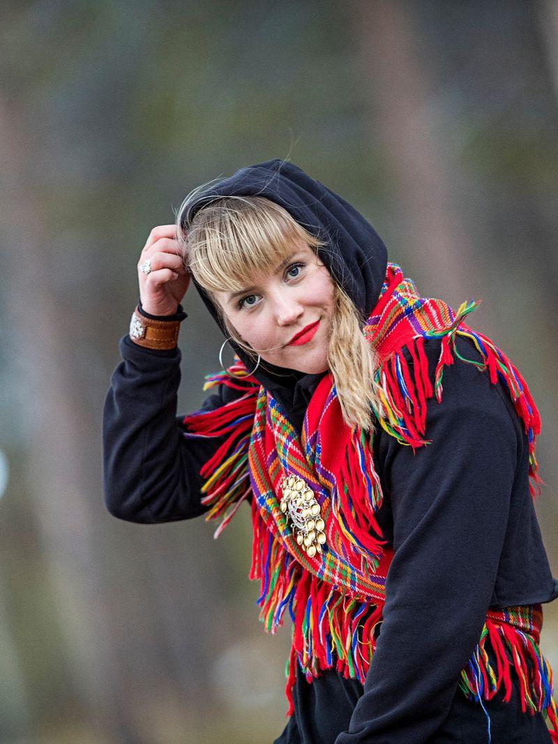 Anna-Katri Helander stående Foto Ørjan Marakatt Bertelsen