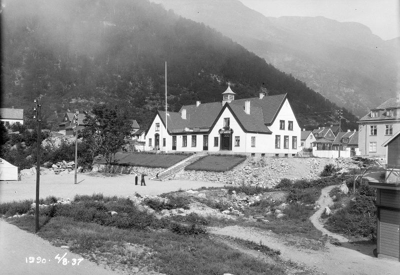 Folkets Hus Høyanger. Fotograf: Eugen Nordahl-Olsen. Datering: 1937