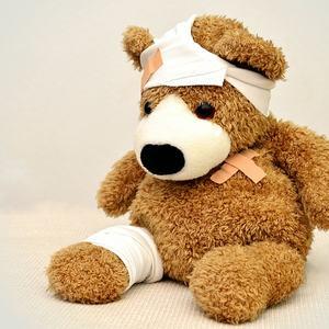 Syk og skadet teddybjørn (Pixabay.com)