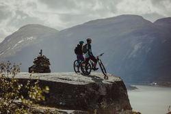 Syklister på Kjerktøfta. Fotograf: Frida Bringslimark