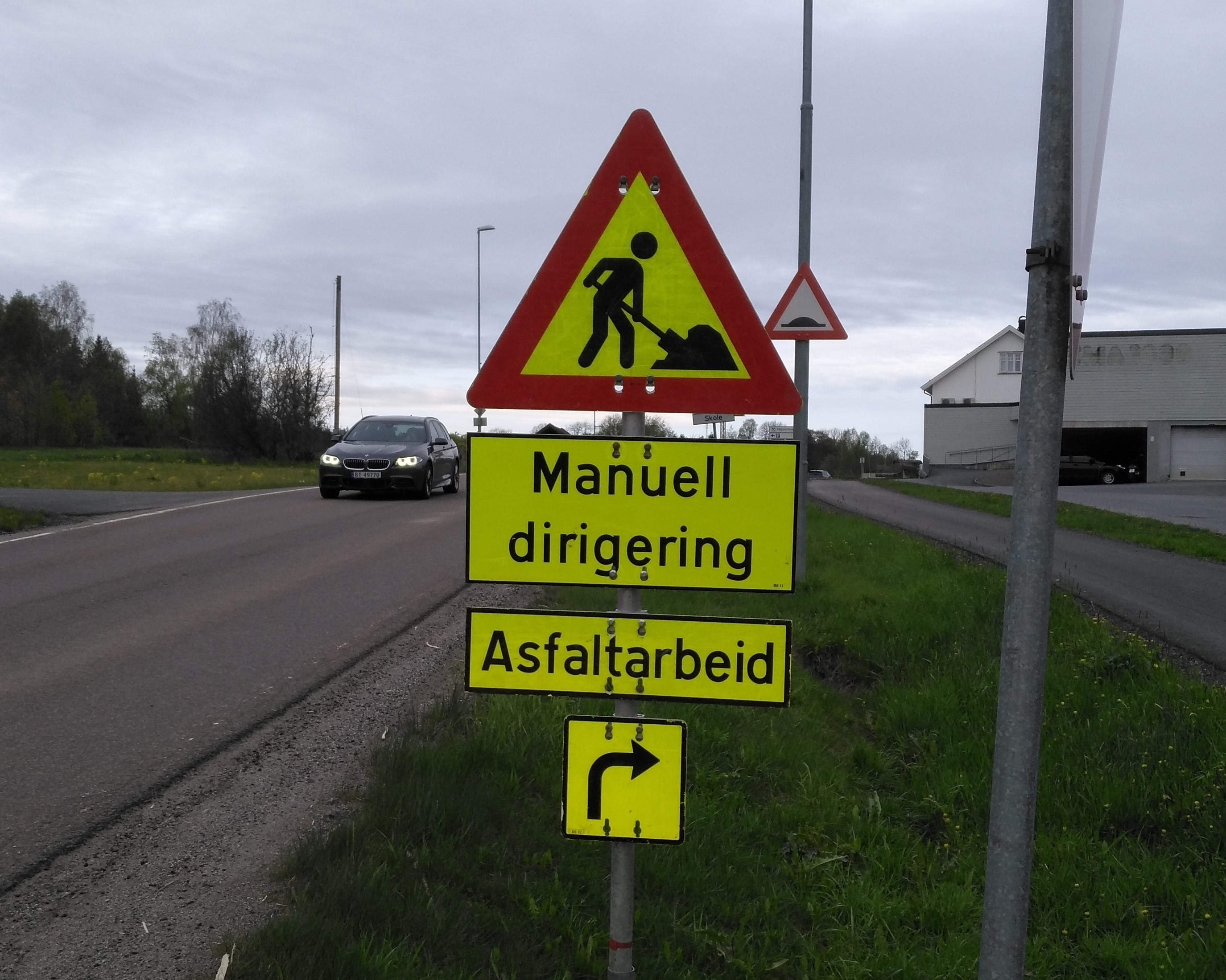 Asfaltarbeid - manuell dirigering - Aksel I. Edgar-Lund CRPPD