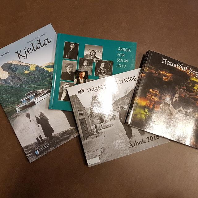 Bilete av fire ulike lokalhistoriske tidsskrifter