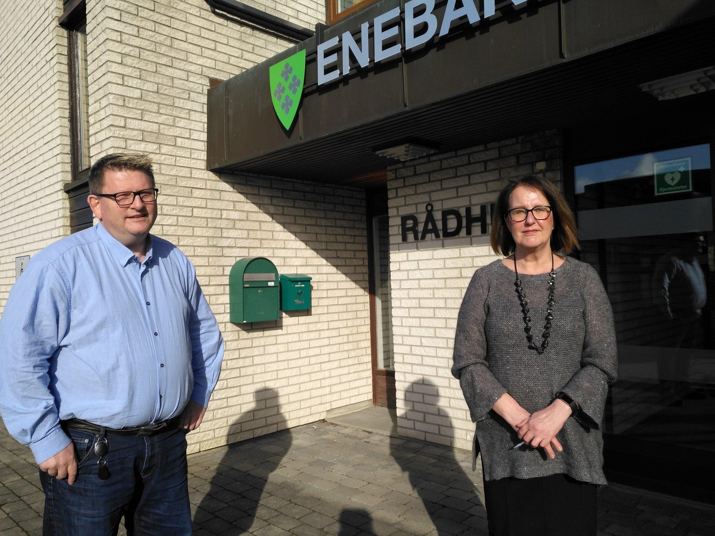 Ordfører Solberg og kommunalsjef Brenna - webvennlig.jpg