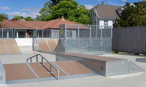 Skateparken i solskinn
