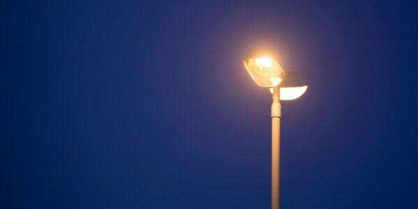 Jordfeil er årsak til mørke gatelys i Sentrumsveien.