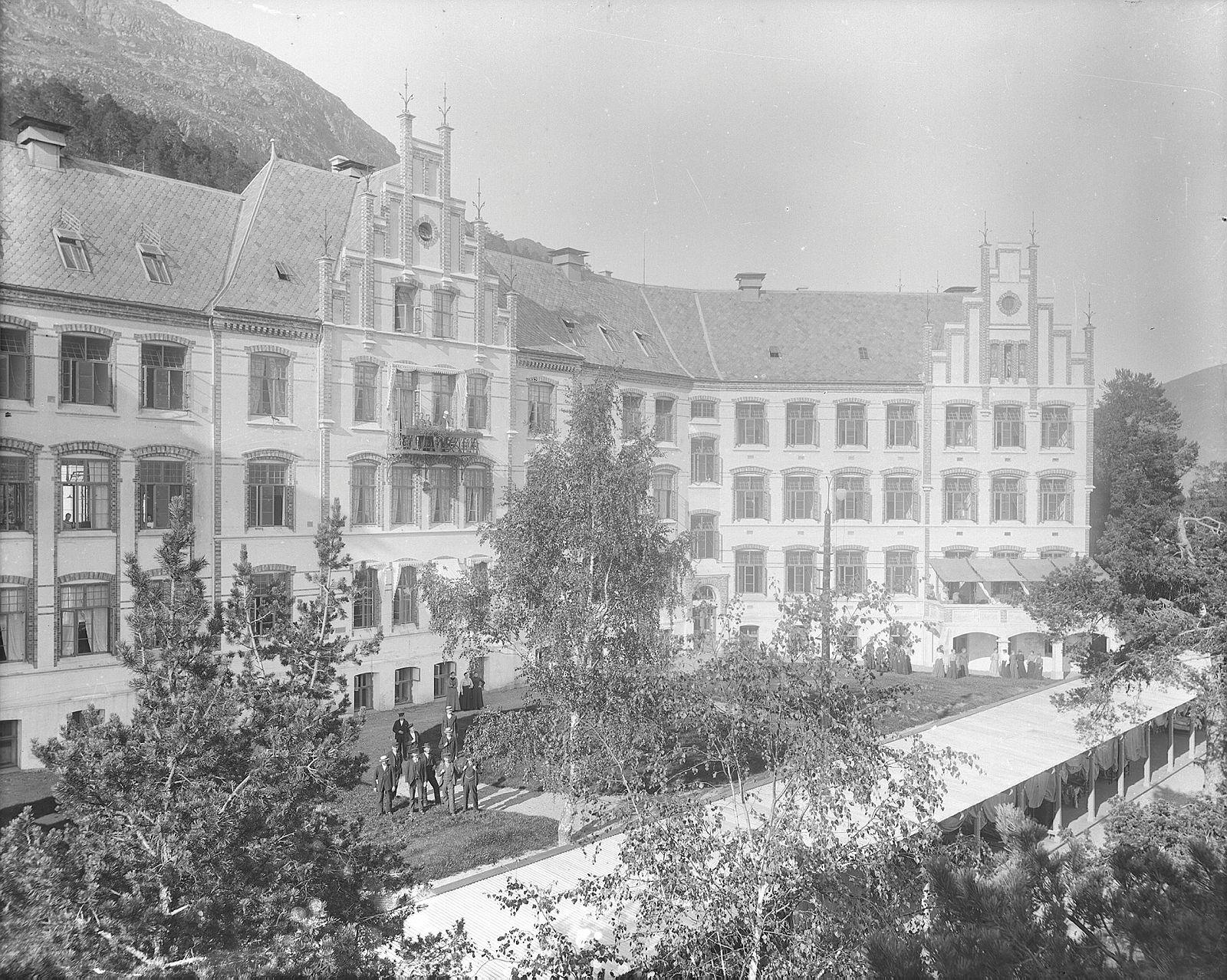 Lyster sanatorium ca 1903[1]