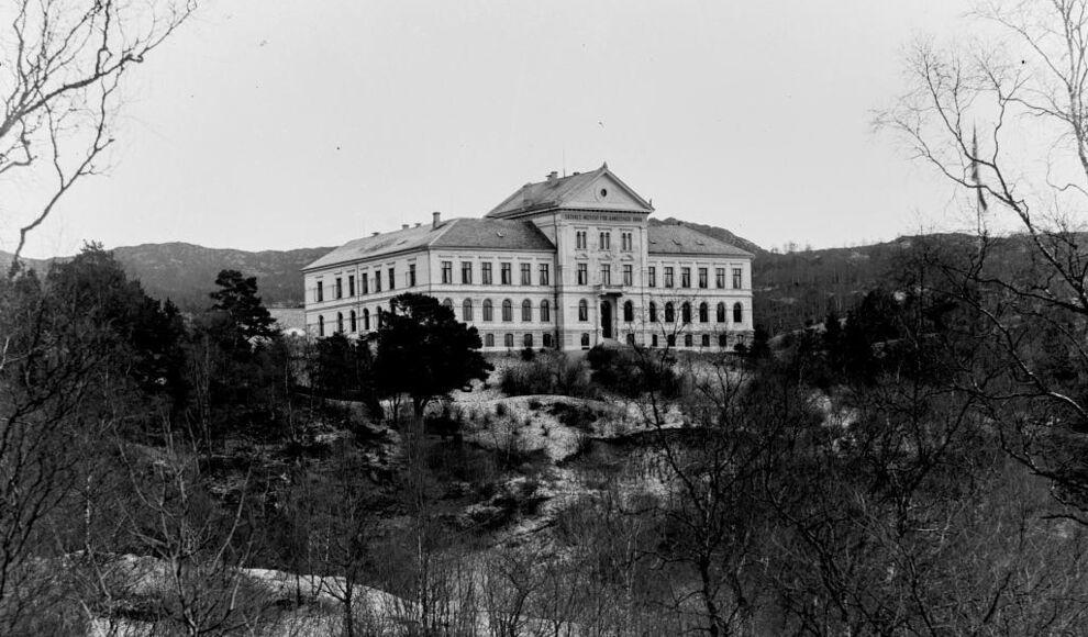Sæthres Institut for aandssvage Børn. Foto: Atelier K. Knudsen. Kjelde: Avdeling for spesialsamlinger ved UiB.