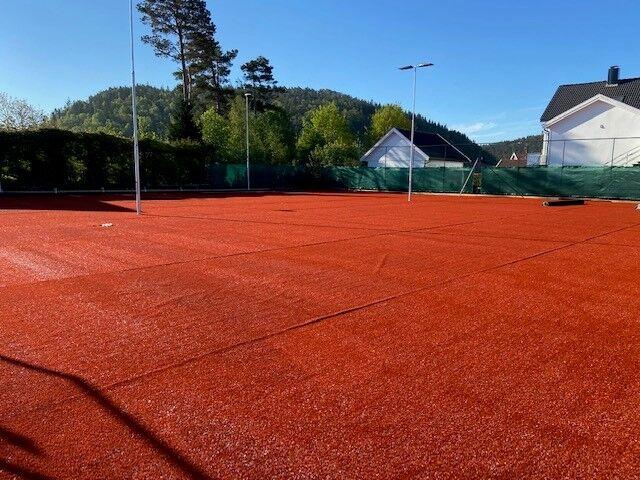 Tennisbanene kunstgresslegging